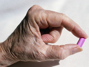 Heartburn Meds Not Linked to Hip Fractures in Alzheimer's Patients