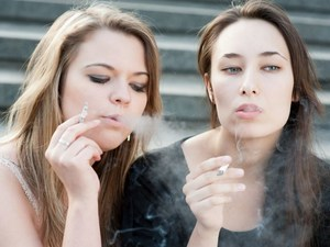 Smoking, Drinking a Double Whammy for Teens' Arteries: Study