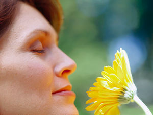 Study suggests fading sense of smell often occurs years before symptom onset.